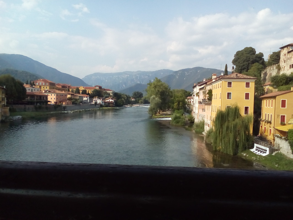 Bassano del Grappa - vedere de pe   Ponte degli Alpini.jpg